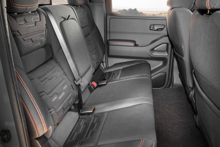 Nissan_Frontier_2022_Seats_Rear
