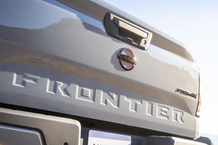 Nissan_Frontier_2022