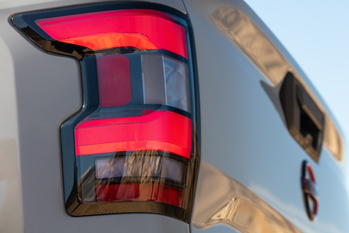 Nissan_Frontier_2022_Tail_Lights