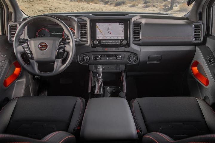 Nissan_Frontier_2022_Interior_View