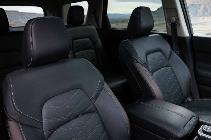 2022_Nissan_Pathfinder_Leather_Seats