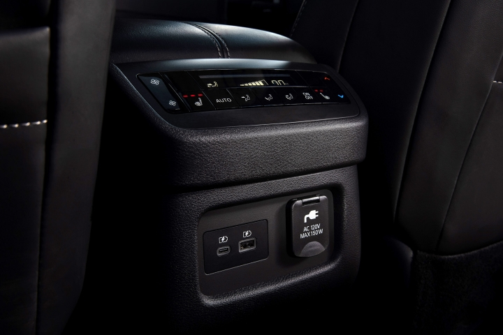2022_Nissan_Pathfinder_Center_Console