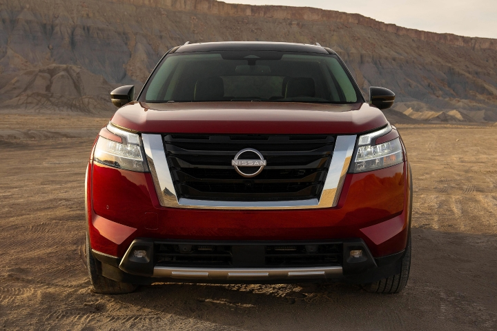 2022_Nissan_Pathfinder_Front