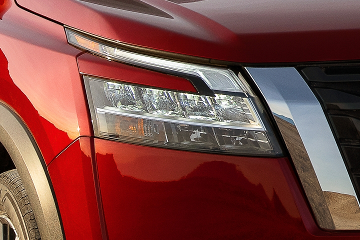2022_Nissan_Pathfinder_Front_Lights