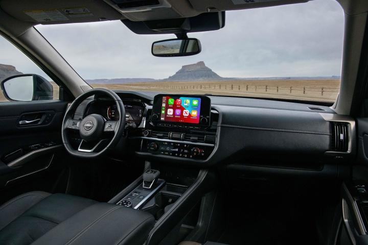 2022_Nissan_Pathfinder_Interior_Front
