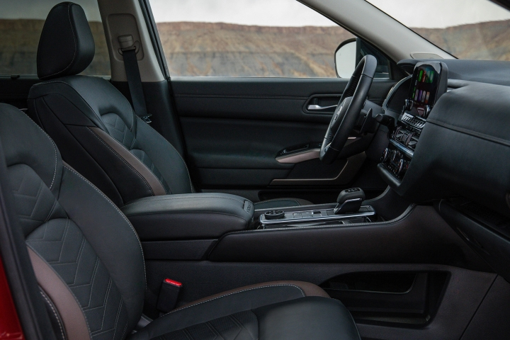 2022_Nissan_Pathfinder_Leather_Interior