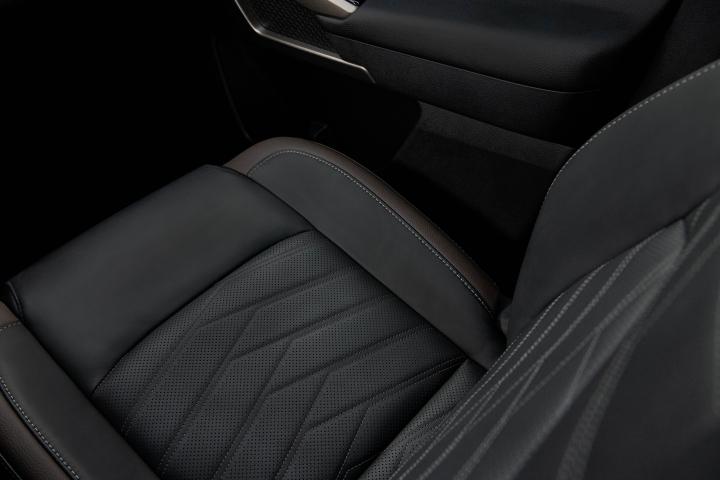 2022_Nissan_Pathfinder_Front_Seats