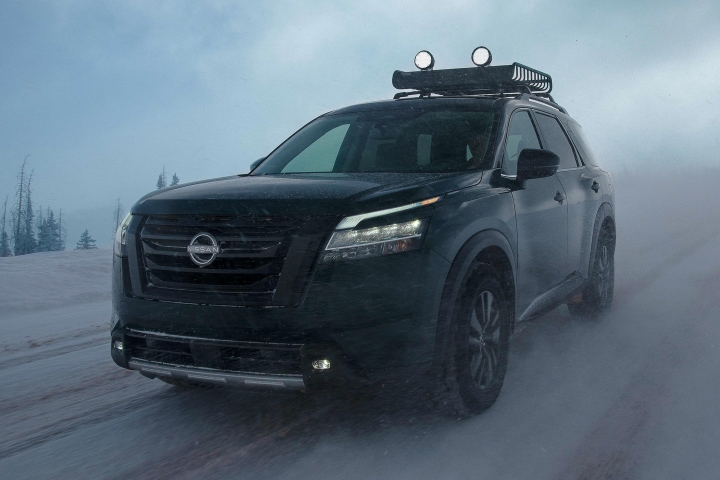 2022_Nissan_Pathfinder_Snow_Drive