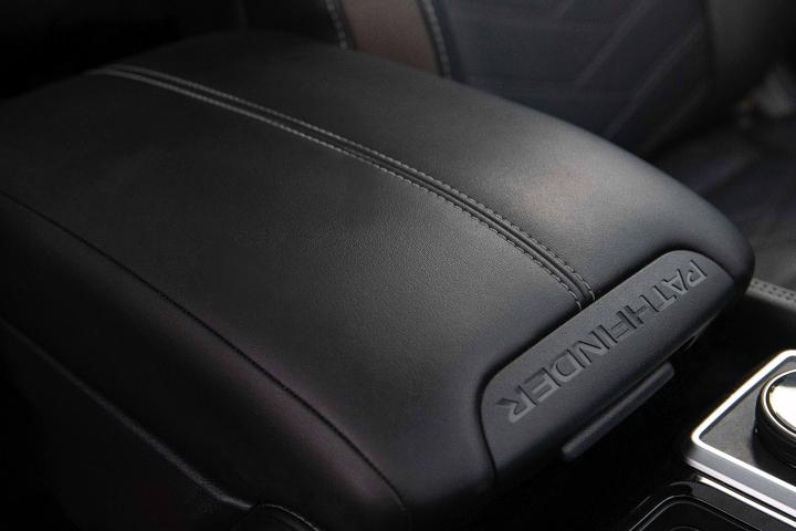 2022_Nissan_Pathfinder_Armrest