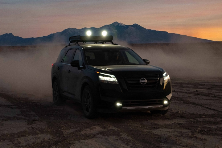 2022_Nissan_Pathfinder_Night_Drive