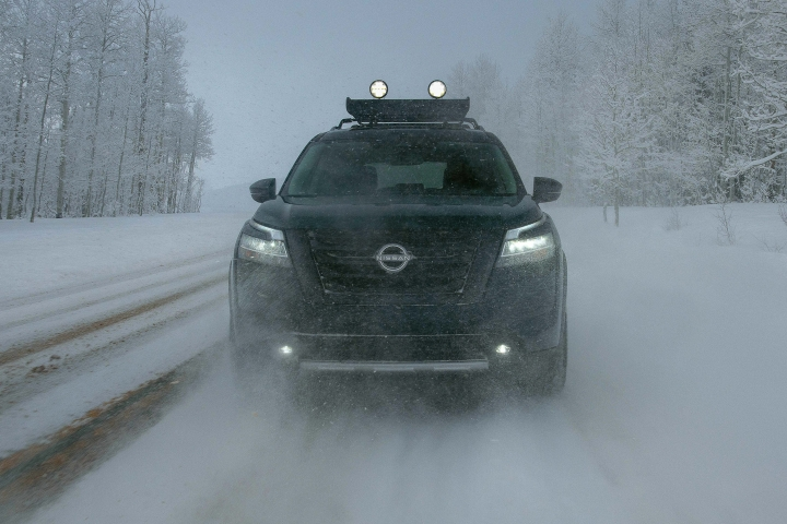 2022_Nissan_Pathfinder_Winter_Drive