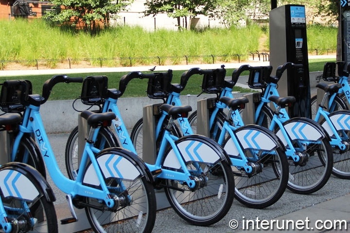Divvy bikes station in Chicago Loop