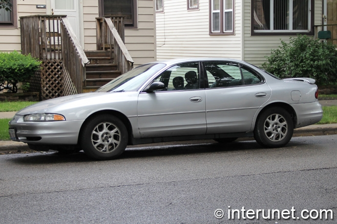 Oldsmobile-Intrigue-2000