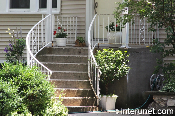 concrete-porch-with-rounded-stairs