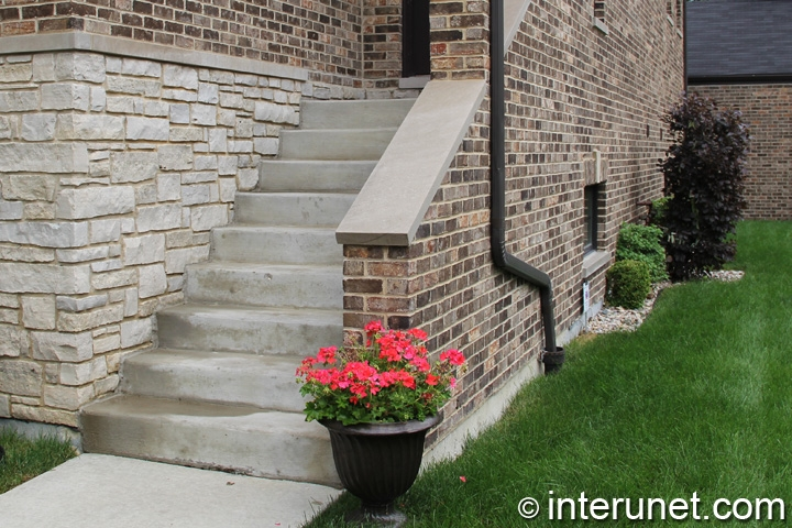 concrete-steps-to-house-entrance