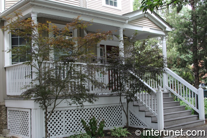 covered-porch-with-wood-columns