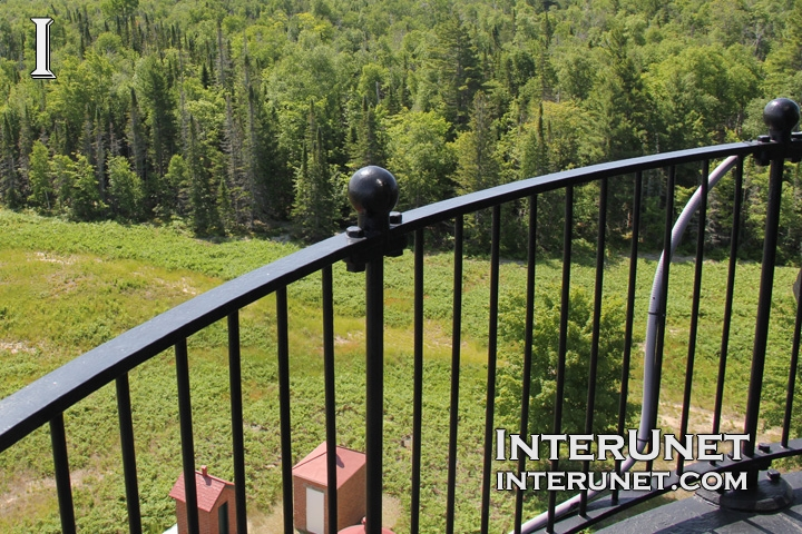 metal-fence-black-metal-posts
