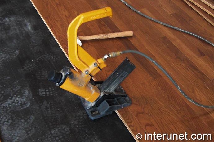 solid-prefinished-hardwood-floors-installation