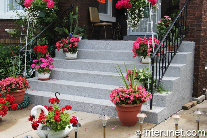 stairs-and-concrete-front-porch-decorated