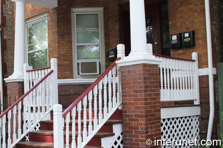 wood-front-porch-with-pillars