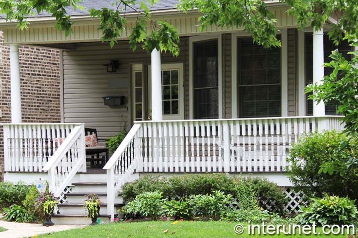 wood-front-porch-with-roof-on-columns