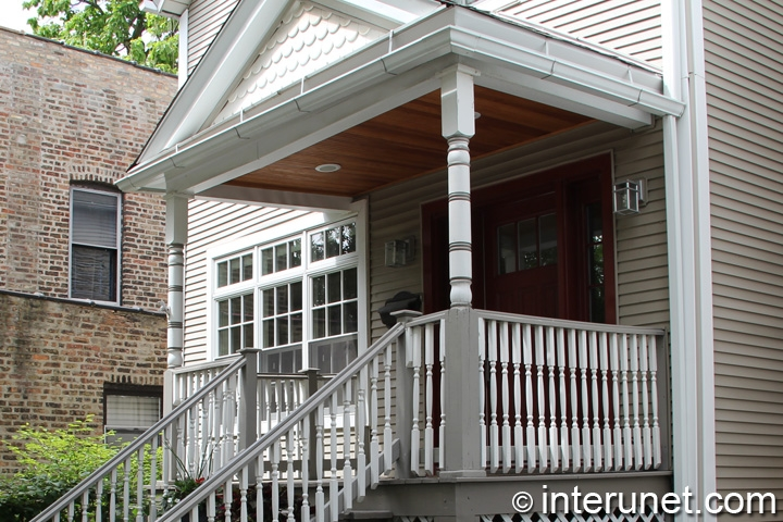 wood-porch-with-roof