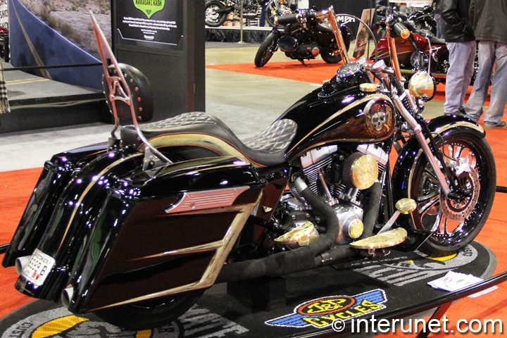 2009-Harley-Davidson-Road-King-rear-right-view