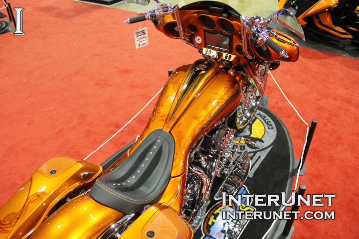 2013-Harley-Davidson-FLHX-modified-custom