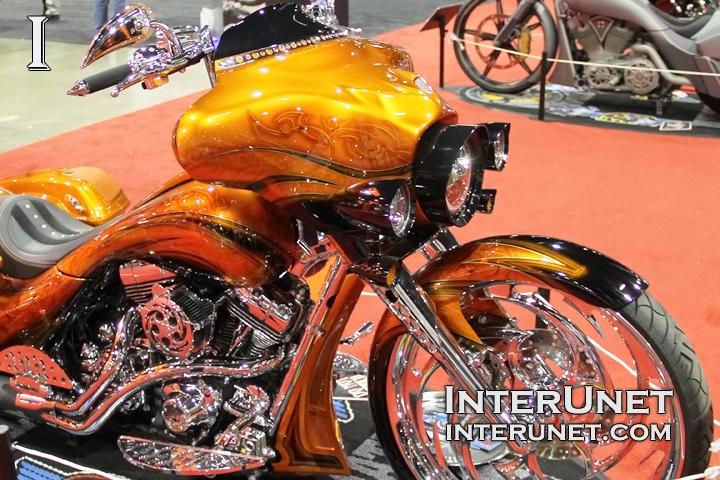 2013-Harley-Davidson-FLHX-modified