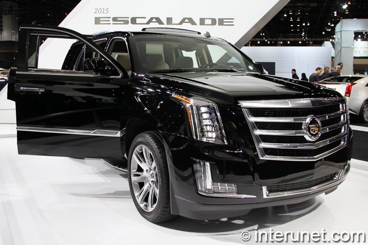 2015-Cadillac-Escalade-front-side-view