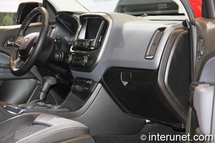 2015-Chevrolet-Colorado-interior