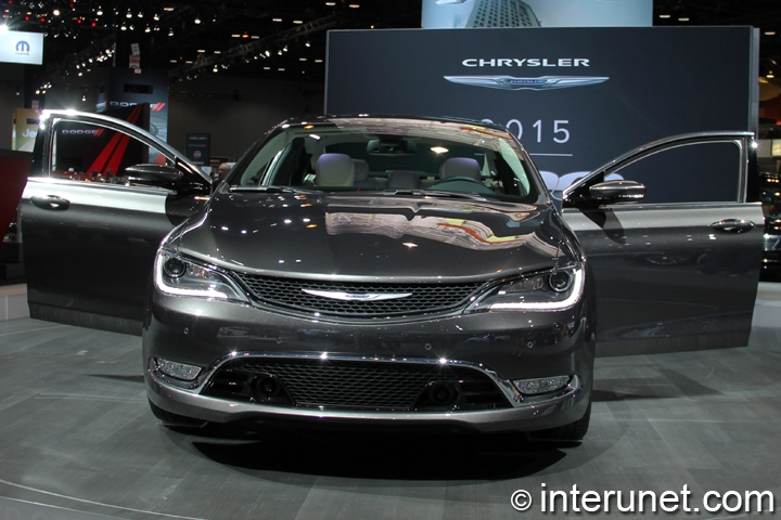 2015-Chrysler-200C-front-view