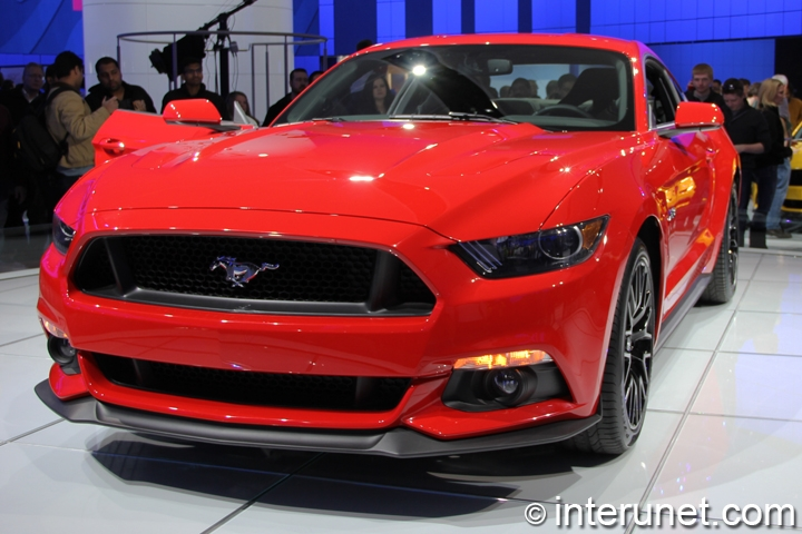 2015-Ford-Mustang-GT-front-view