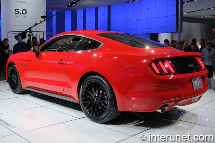 2015-Ford-Mustang-GT-rear-side-view