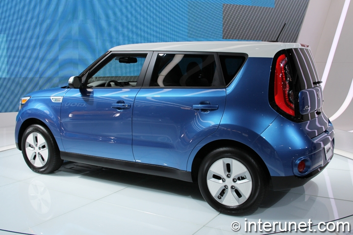 2015-Kia-Soul EV-rear-side view