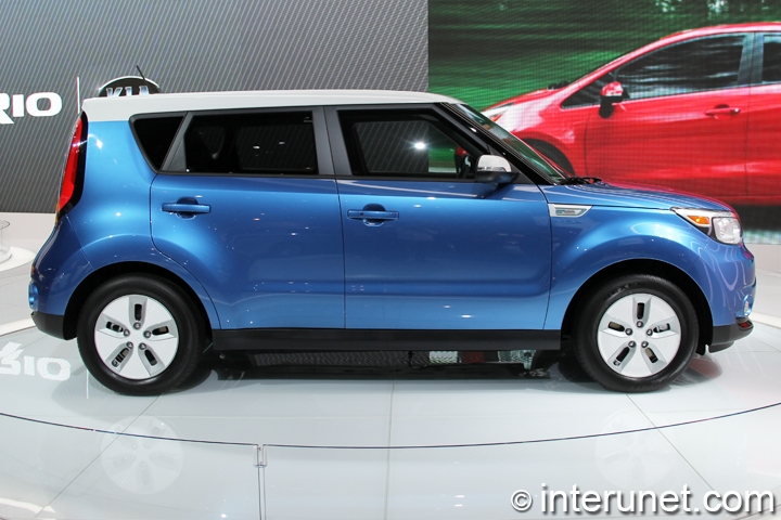 2015-Kia-Soul-EV-side-view