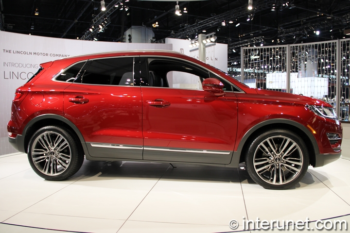 2015-Lincoln-MKC-side-view