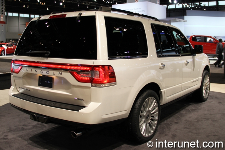 2015-Lincoln-Navigator-rear-side-view