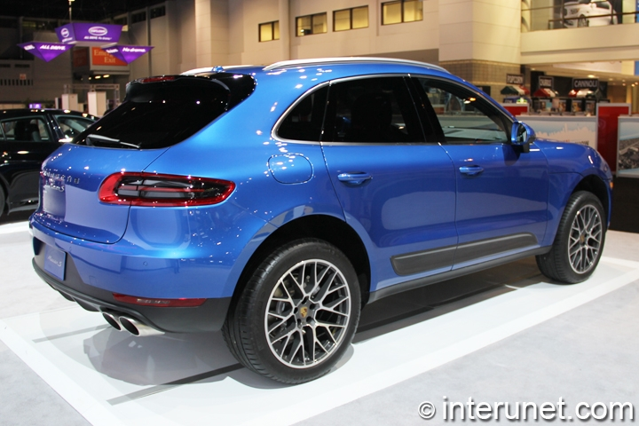 2015-Porsche-Macan-side-and-rear-view