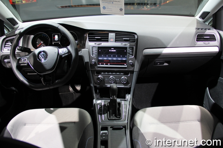 2015-Volkswagen-Golf-EV-interior