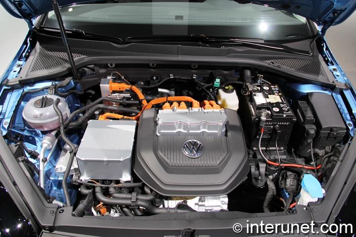 2015-Volkswagen-Golf-Electric-under-the-hood