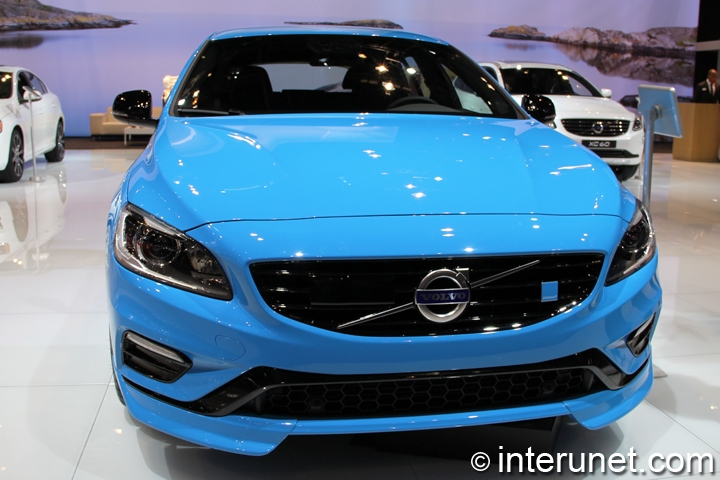 2015-Volvo-V60-Polestar-front-view