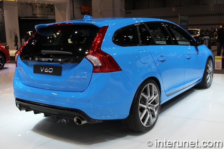 2015-Volvo-V60-Polestar-rear-and-side-view