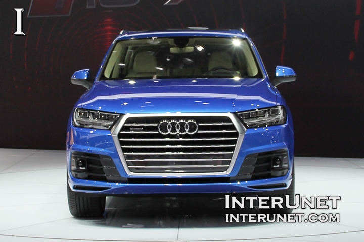 2016 Audi Q7 front view