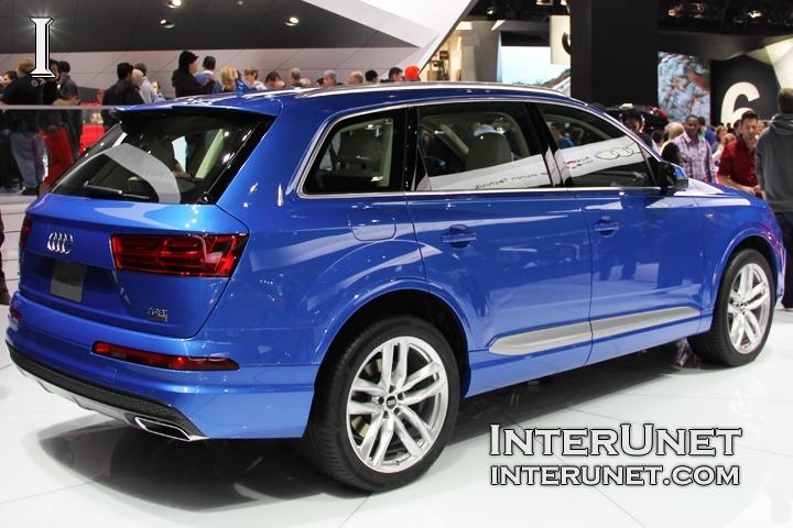 2016 Audi Q7 rear side
