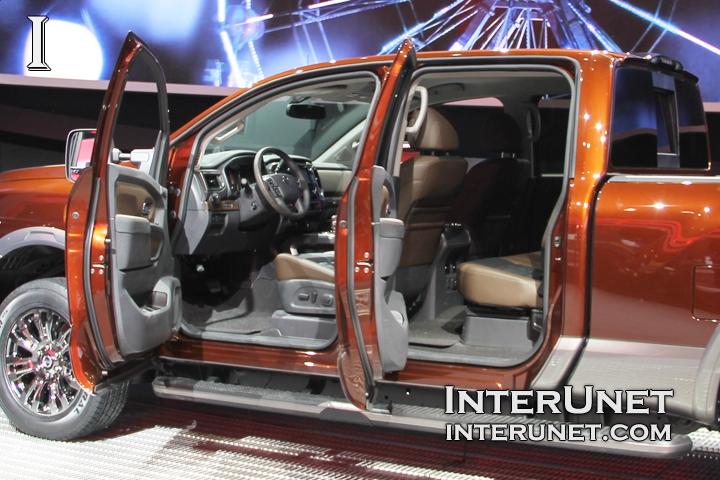 2016 Nissan Titan interior design