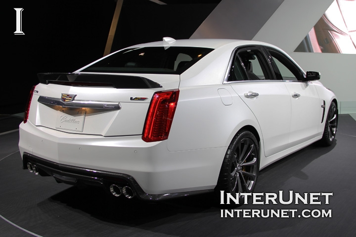 2016-Cadillac-CTS-V-rear-side