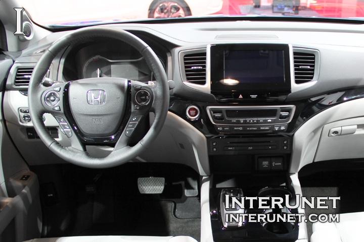2016-Honda-Pilot-dashboard