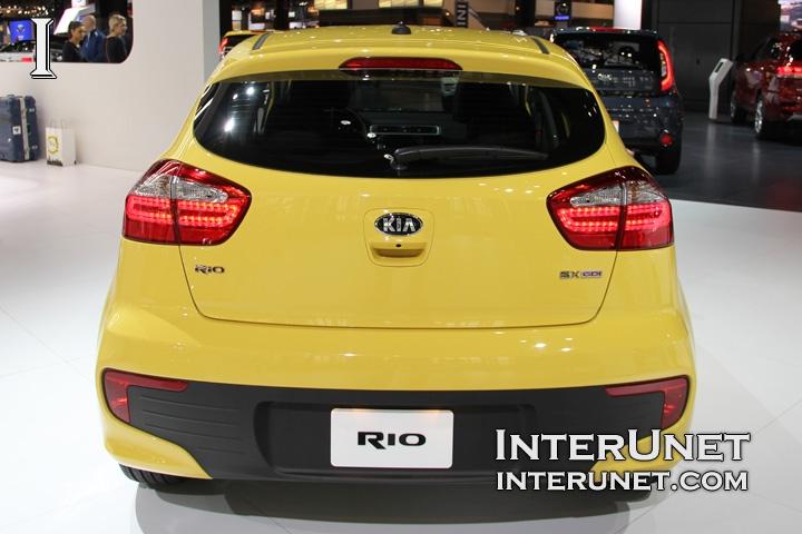 2016-Kia-Rio-Hatchback-rear