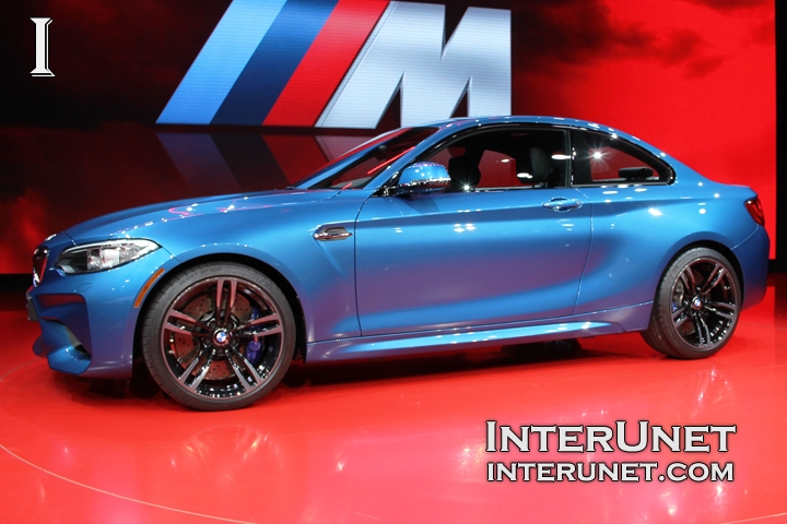 2017-BMW-M2-Coupe-side